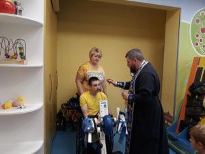 В центре служба с отцом Сергием, Мастер-класс с цветочными композициями